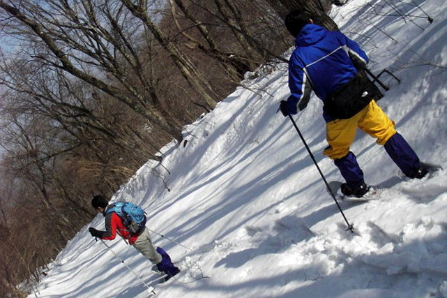 【島根江の川・スノートレッキング】深雪の上をかんじきで歩くスノーシュー体験
