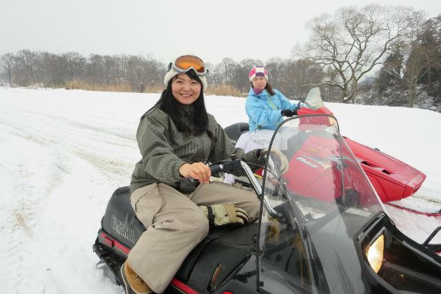 【岩手・花巻・スノーモービル】手軽にスリル感を味わおう!雪原ならではの乗り物、スノーモービルに挑戦!