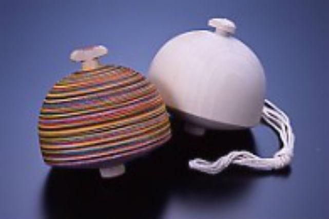 【青森・伝統工芸・こま絵付】津軽特産のこまに自由に絵付けする伝統工芸体験
