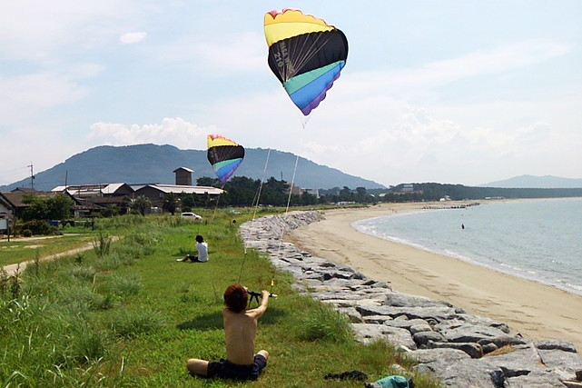 【佐賀県・唐津湾・サーフィン】風の力を体いっぱい感じられるカイトサーフィン1日コース