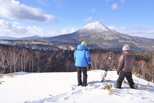 【北海道・札幌・スノーシュー】冬の雄大な雪山を大冒険!スノーシュー体験