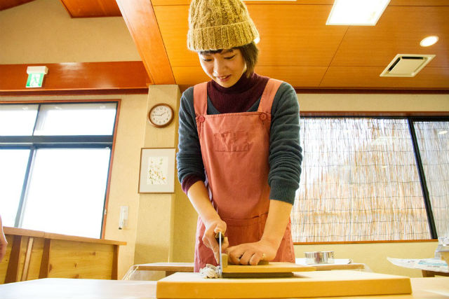 【山梨県上野原・そば打ち体験・1時間】水車で挽いたそば粉で作る伝統の味