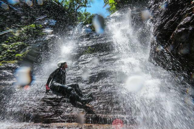 西表島・リトリート滝トレッキング&キャニオニングツアー・1日(石垣島往復乗船券付き)