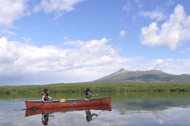 【大沼湖・カヌー半日コース】大自然のなか、野鳥に出会える湖畔でカヌー体験