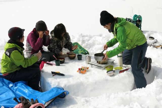 【宮城・貸切スノーシュートレッキング】貸切で贅沢な雪遊び!泉ヶ岳スノーシュートレッキング