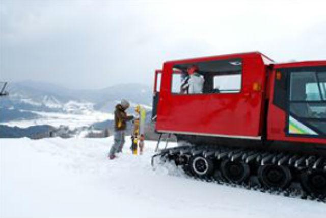 【兵庫・雪上車ツアー・半日コース】雪上車で頂上へ!ゲレンデと新雪を体感する奥神鍋山頂