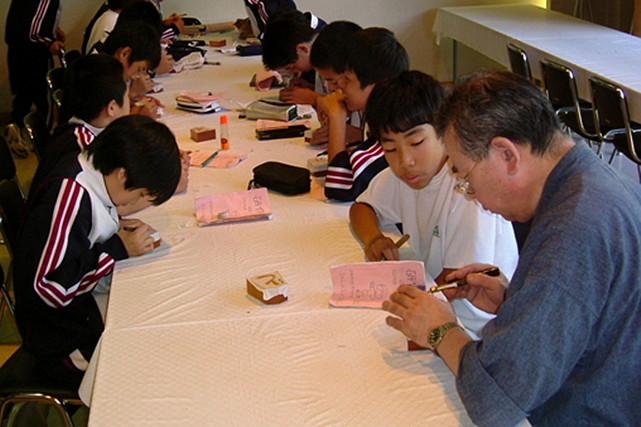 【山形県天童市・彫駒教室】世界に一つしかない自分の彫駒を作ろう!