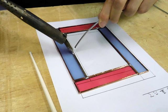 【静岡・ステンドグラス体験】プロに学ぶ!光とガラスと遊ぶ至極の体験プラン