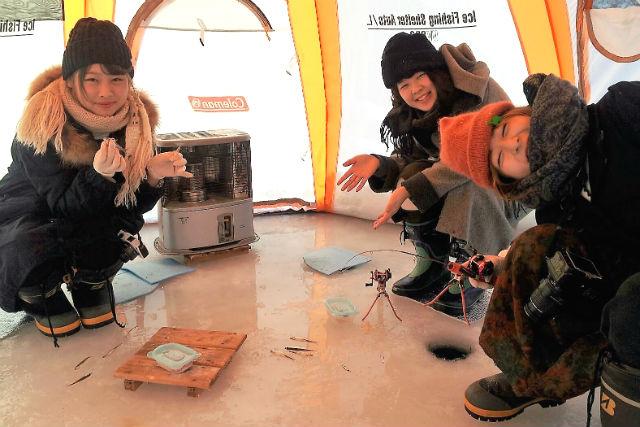 【北海道南富良野町・ワカサギ釣り】寒くない!手ぶらでOK!冬も気軽にアウトドア体験