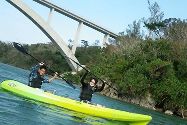 【沖縄・やんばる・シーカヤック・1時間】ワルミ大橋をくぐり、風光明媚な沖縄の海をめぐろう
