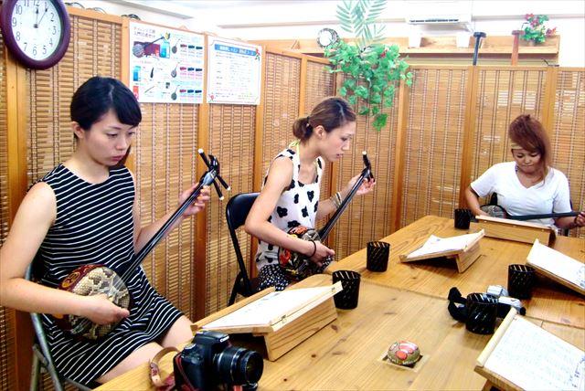 【石垣・三線体験】90分で定番曲をマスター!初心者対応の三線体験教室