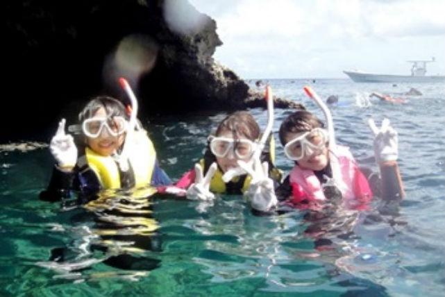 【沖縄・シュノーケリング】朝の爽やかな海でお魚と一緒に泳ぐ!癒しの早朝シュノーケリング
