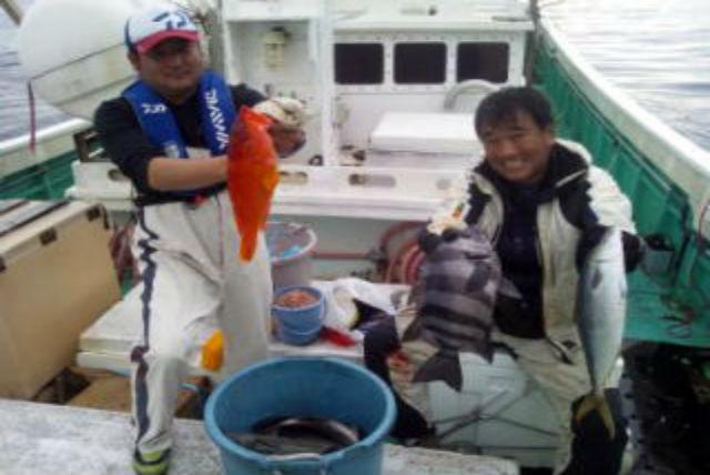 【神津島・釣り】初心者歓迎!釣り人の楽園・神津島で大物狙いの釣り体験