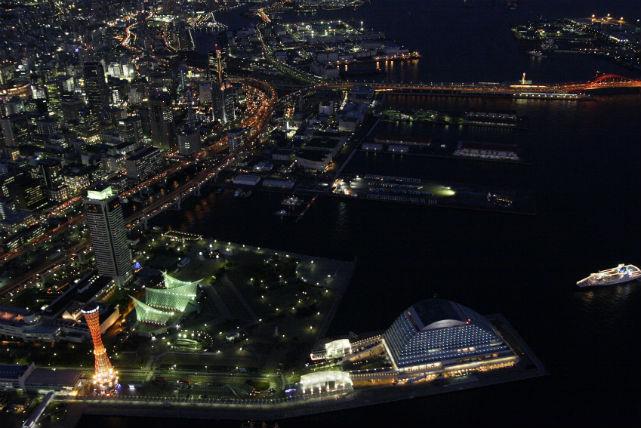 【大阪・飛行機遊覧・夜35分】神戸の夕暮れから夜景を二人占め!神戸の名所を空からめぐろう