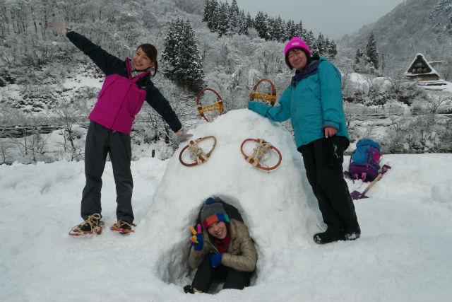 【南砺市・かんじき】かまくら作りにチーズフォンデュも!かんじきで雪遊び