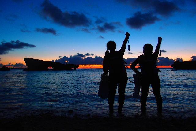 【沖縄・恩納村・シュノーケリング】青の洞窟ナイトツアー!幻想的なブルーワールドへ