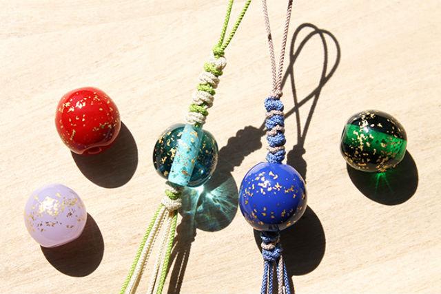 【金沢・ガラス細工】金沢らしさあふれる金箔入りとんぼ玉で和風ストラップ作り