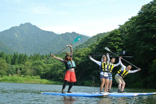 【新潟・湯沢・SUP】半日でお手軽!話題のSUPで、美しい大源太湖を満喫