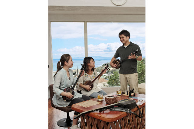 【沖縄・三線演奏】聴くだけよりも、弾いた方が断然楽しい!三線を奏でてみよう
