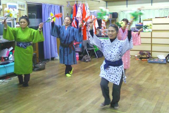【沖縄・伝統舞踊】三線の音にのせて踊る!石垣島で八重山舞踊体験