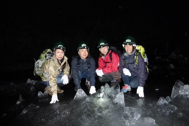 【山梨・エコツアー】大迫力の森林を歩く!青木ケ原樹海で洞窟探検と森歩き体験プラン