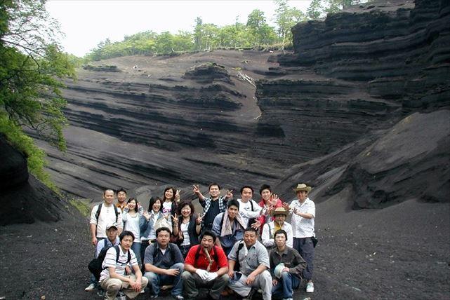 【山梨・静岡・エコツアー】日本版グランドキャニオンに圧倒される!小富士火山プラン