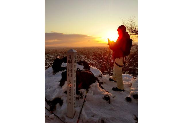【札幌・スノーシュー】エゾリス、冬の野生動物に出会える!雪の森でスノーシュートレッキング体験(早朝)
