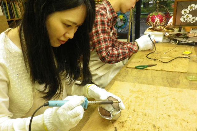 【静岡市・ガラス工芸】夜をステキに彩る。小さなあかりを灯すナイトライトを作ろう