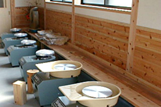 【福岡市・陶芸・電動ろくろ】日田杉の香りあふれる陶房でゆったりと陶芸体験