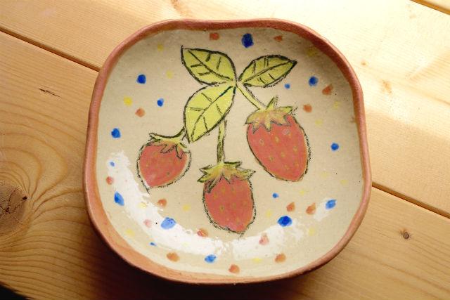 【茨城県つくば市・陶芸・絵付け】お皿をキャンパスに、自由にお絵かき!絵付け体験