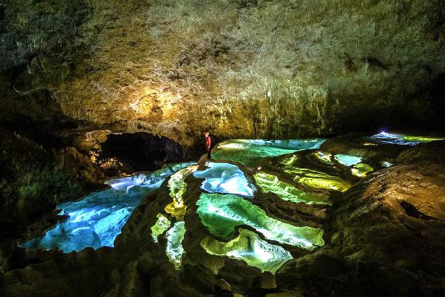 【鹿児島・沖永良部島・ケイビング】自然が造り上げた奇跡の絶景!神秘の島でケイビング(銀水洞コース)