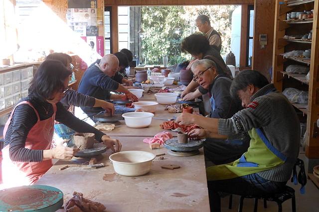 【埼玉・陶芸教室】初心者から上級者まで大歓迎。手びねりから電動ろくろまで、レベルに合わせた陶芸体験