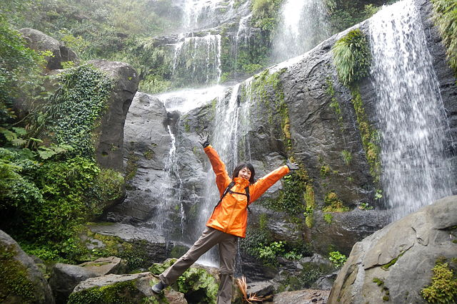 【西表島・トレッキング】圧倒的な存在感!3段で流れ落ちるユツンの滝の迫力に感動!
