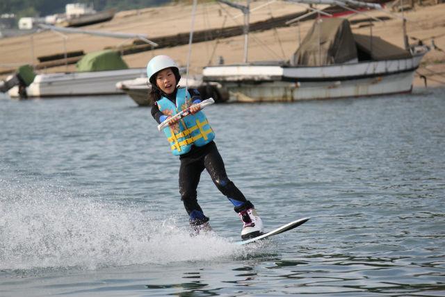【広島県尾道市・ウェイクボード】ランディング確率100%!瀬戸内海でウェイクボードを楽しもう