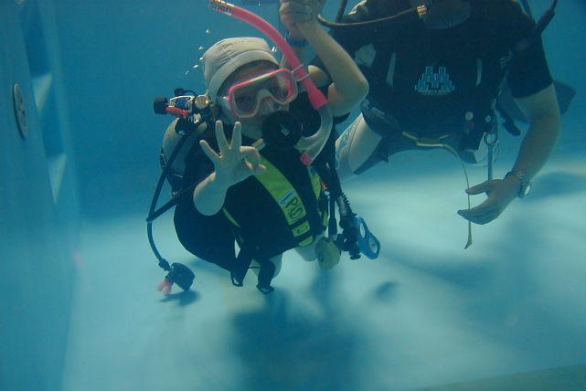【岡山市・体験ダイビング】ダイビングを始めるのにピッタリの、プール体験ダイビング