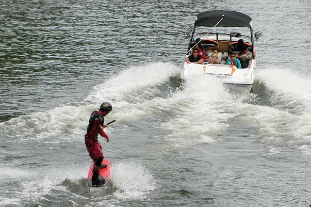 【香川・高松・ウェイクボード】瀬戸内海を舞台に、心躍るトリックに挑戦!ウェイクボードプラン