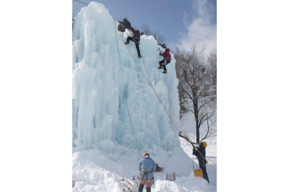 【岐阜県荘川町・アイスクライミング】スリルと達成感が最高です!氷壁にチャレンジ