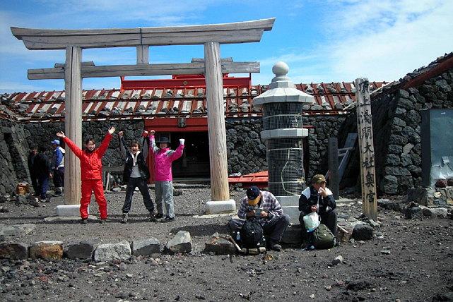 【富士山・登山ツアー】女性限定・レディース富士登山1泊2日プラン!女性ガイドがサポートします