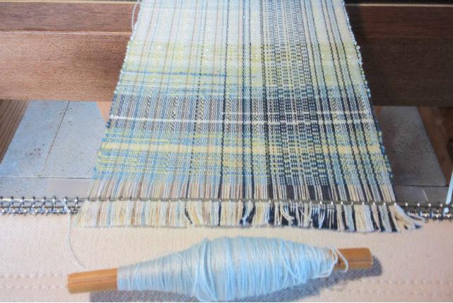 【沖縄・西表島・機織り】西表島の天然素材で染めた糸。思い出を織り込む機織り体験