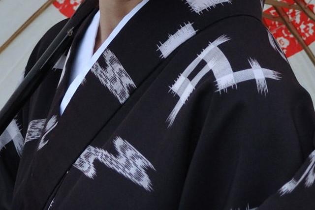 【沖縄座喜味・琉装体験・30分】絣柄の着物で、落ち着いた雰囲気を体験!ゆうなコース
