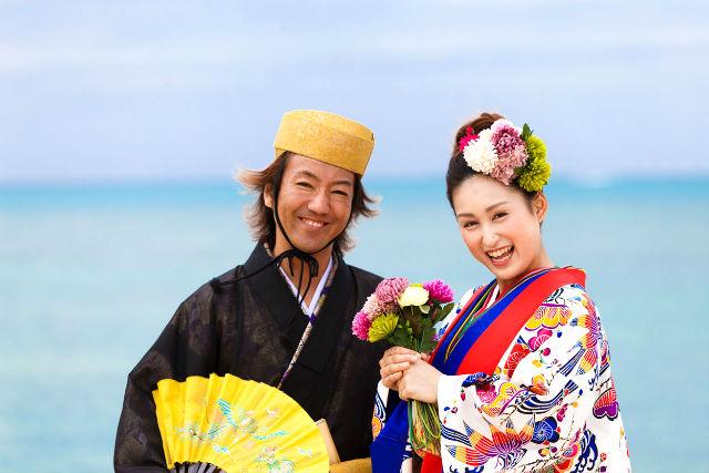 【沖縄県読谷村・琉装体験・120分ビーチ】琉球婚礼衣装で一生の記念をつくろ!