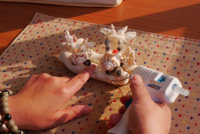 【沖縄・今帰仁村・マリンクラフト】沖縄の海の贈り物。貝殻とサンゴでシーサー作り
