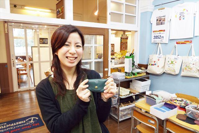 【神戸市・三宮・俵型ポーチ作り】手に馴染むやさしさ!牛革レザーで手のひらサイズポーチ作り