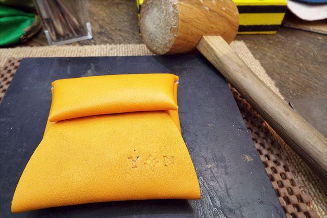 【神戸市・コインケース作り】イニシャル刻印が人気!牛革レザーでかわいいコインケースを作ろう