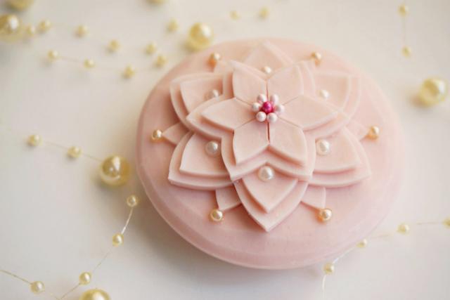 【神戸・カービング】石鹸が、ダリアの花に変身!タイ伝統のソープカービングを体験