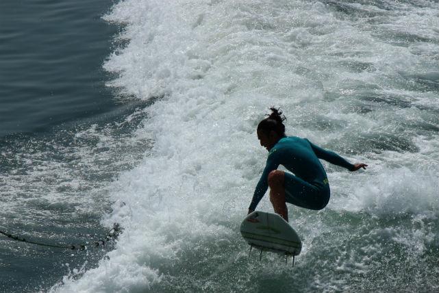 【香川県・ウェイクサーフィン】瀬戸内の穏やかな海で、爽快な波乗り!ウェイクサーフィン体験