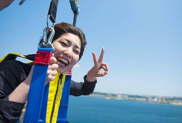 【沖縄北谷・パラセーリング】大空から見下ろす青い海を満喫!パラセ-ル体験
