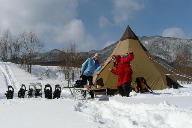 【北海道・富良野・エコツアー】雪遊びと特製デザート、同時に楽しめる!?小さなテントと魔法の鍋プラン