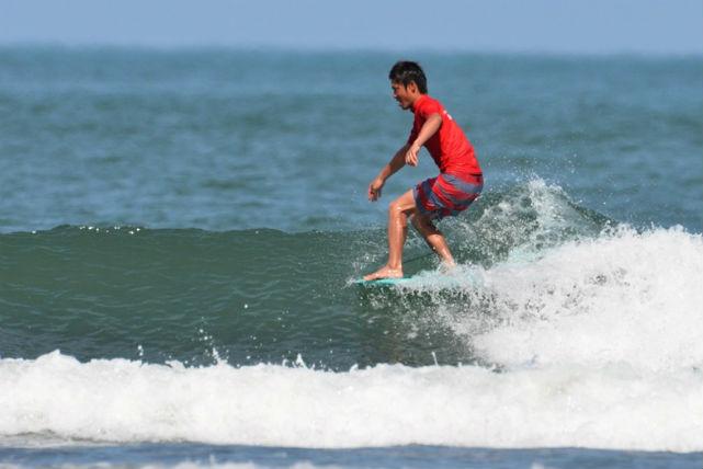 【宮崎・サーフィン】プロサーファー指導!初心者向けスクールで、爽快な波を感じて!