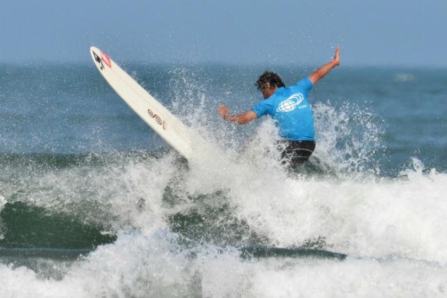 【宮崎・サーフィン】年齢上限なし!中高年専門スクールであこがれのサーファーに!